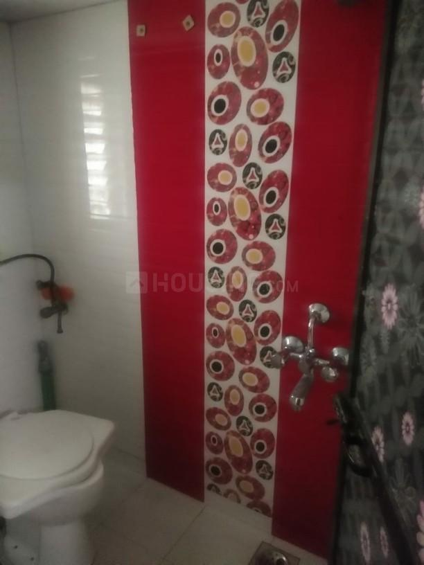 Common Bathroom Image of 650 Sq.ft 1 BHK Apartment for rent in Andheri East for 30000