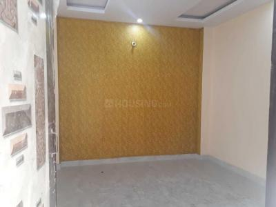 Gallery Cover Image of 1000 Sq.ft 3 BHK Independent Floor for buy in Dwarka Mor for 3500000