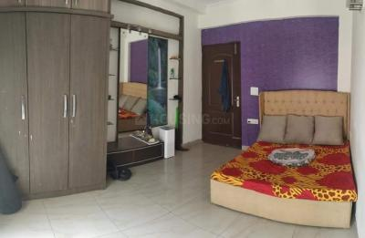 Bedroom Image of 1 Room Available In 3 Bhk in Sector 45