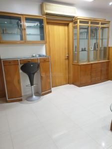 Gallery Cover Image of 750 Sq.ft 2 BHK Apartment for rent in Bandra West for 65000