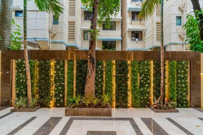 Gallery Cover Image of 1050 Sq.ft 3 BHK Apartment for buy in Shreeji Udyanjali CHS, Vile Parle East for 30333333
