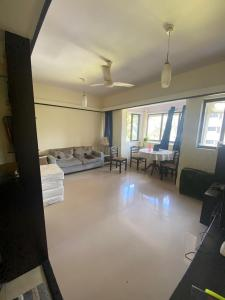 Gallery Cover Image of 800 Sq.ft 2 BHK Apartment for rent in Anchorage Apartment, Bandra West for 72000