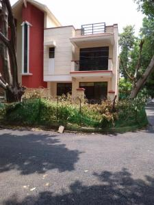 Gallery Cover Image of 1557 Sq.ft 3 BHK Villa for buy in Palam Vihar for 15500000