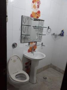 Bathroom Image of Rajni PG in Janakpuri