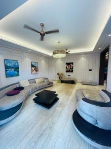 Gallery Cover Image of 3300 Sq.ft 4 BHK Independent Floor for buy in Sector 67 for 23000000