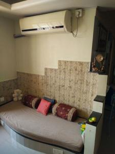 Gallery Cover Image of 1490 Sq.ft 3 BHK Apartment for rent in Vile Parle East for 80000