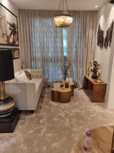 Gallery Cover Image of 565 Sq.ft 1 BHK Apartment for buy in Powai for 12400000