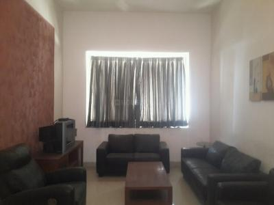 Gallery Cover Image of 1800 Sq.ft 3 BHK Apartment for rent in Prabhadevi for 130000