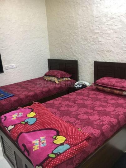 माहिम में आरो पारो सीएचएस के बेडरूम की तस्वीर