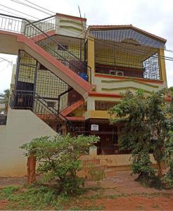 Gallery Cover Image of 1200 Sq.ft 2 BHK Independent House for rent in Dasappa Garden for 8000