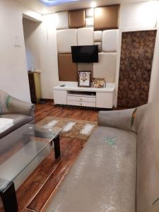 Gallery Cover Image of 620 Sq.ft 1 BHK Apartment for buy in Nityanand Baug CHS, Chembur for 12600000