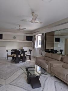 Gallery Cover Image of 1250 Sq.ft 2 BHK Apartment for rent in Hill Top Apartment, Bandra West for 125000