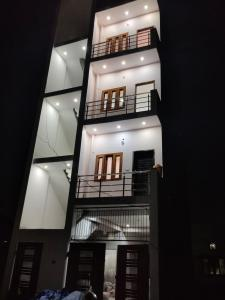 Gallery Cover Image of 600 Sq.ft 2 BHK Independent Floor for rent in Rajpur for 16000
