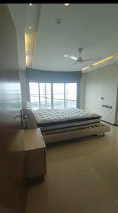 Gallery Cover Image of 2200 Sq.ft 3 BHK Apartment for rent in Siddharth Apartment, Worli for 250000