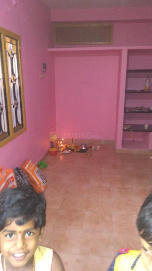 Living Room Image of 800 Sq.ft 2 BHK Apartment for rent in Korattur for 14000