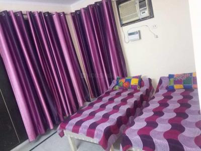 सेक्टर 12 द्वारका में फुल्ली फर्निश्ड पीजी के बेडरूम की तस्वीर