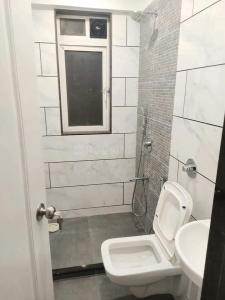 Bathroom Image of Available Single Occupancy For Female In Atul Blue Fortuna Marol in Andheri East