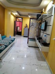 Gallery Cover Image of 900 Sq.ft 2 BHK Independent Floor for buy in sector 73 for 2600000