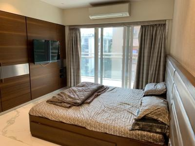 Gallery Cover Image of 2500 Sq.ft 4 BHK Apartment for rent in Khar West for 260000