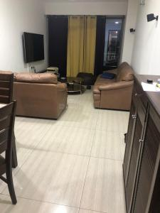 Gallery Cover Image of 1800 Sq.ft 3 BHK Apartment for rent in Ghatkopar West for 80000