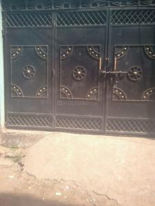 Gallery Cover Image of 300 Sq.ft 1 RK Independent Floor for rent in Anisabad for 5000