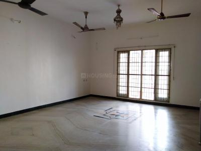 Gallery Cover Image of 2400 Sq.ft 4 BHK Apartment for rent in Lakshmi Kripa Apartments, Chromepet for 25000