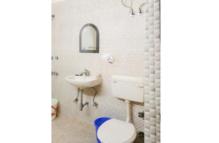 Bathroom Image of PG 6231242 Lajpat Nagar Iv in Lajpat Nagar