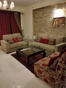 Gallery Cover Image of 2750 Sq.ft 4 BHK Apartment for rent in DLF The Icon, Sector 43 for 80000