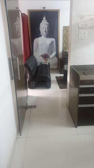 गोरेगांव वेस्ट में श्री गणेश अपार्टमेंट में पैसेज की तस्वीर