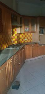Gallery Cover Image of 1800 Sq.ft 3 BHK Apartment for buy in Sector 54 for 14000000