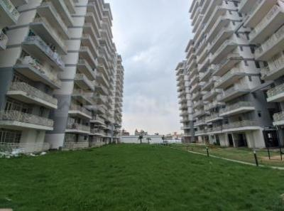 Gallery Cover Image of 1050 Sq.ft 3 BHK Apartment for buy in Zara Aavaas, Sector 104 for 3400000