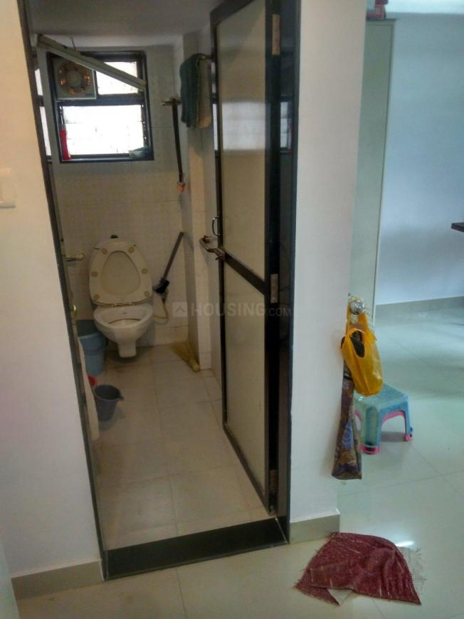 Common Bathroom Image of 850 Sq.ft 2 BHK Apartment for rent in Mira Road East for 20000