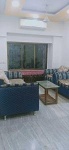 Gallery Cover Image of 980 Sq.ft 2 BHK Apartment for buy in Malad West for 17500000