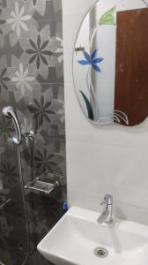 Bathroom Image of Omarks PG Services in Kandivali West