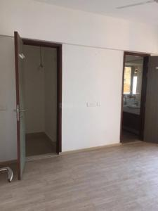 Gallery Cover Image of 1680 Sq.ft 3 BHK Apartment for rent in Malad East for 60000