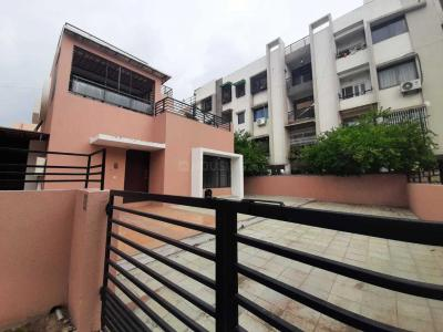 Gallery Cover Image of 2700 Sq.ft 3 BHK Villa for rent in Ganesh Mahalaya II, Science City for 30000