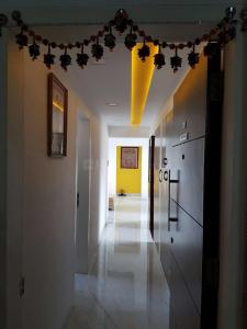Gallery Cover Image of 1200 Sq.ft 3 BHK Apartment for rent in Prabhadevi for 170000