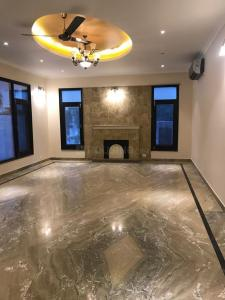 Gallery Cover Image of 11000 Sq.ft 6 BHK Villa for rent in Vasant Kunj for 300000