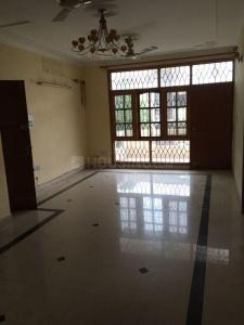 Gallery Cover Image of 2000 Sq.ft 3 BHK Independent Floor for rent in Sector 52 for 28000