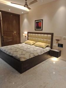 Gallery Cover Image of 2000 Sq.ft 4 BHK Independent Floor for buy in Vasundhara for 12000000