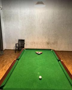 Gallery Cover Image of 910 Sq.ft 2 BHK Apartment for rent in Oberoi Parkview, Kandivali East for 43000