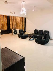 Gallery Cover Image of 1200 Sq.ft 2 BHK Apartment for rent in Venus Apartments, Worli for 130000
