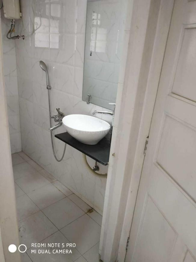 Common Bathroom Image of 811 Sq.ft 1 BHK Apartment for buy in Bandra West for 27000000