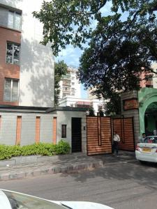 Gallery Cover Image of 1250 Sq.ft 2 BHK Apartment for rent in Ballygunge for 55000