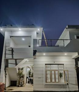 Gallery Cover Image of 800 Sq.ft 2 BHK Villa for buy in Noida Extension for 2700000