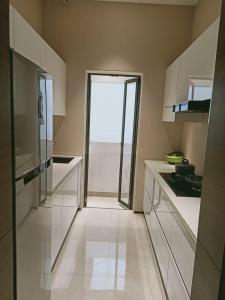 Gallery Cover Image of 560 Sq.ft 1 BHK Apartment for buy in Sunteck West World, Naigaon East for 3600000