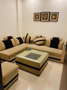 Gallery Cover Image of 900 Sq.ft 3 BHK Apartment for buy in Sector 7 for 6300000
