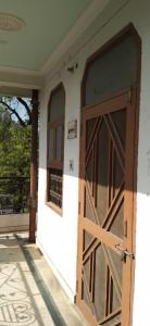Gallery Cover Image of 1100 Sq.ft 2 BHK Apartment for buy in Indira Nagar for 3900000
