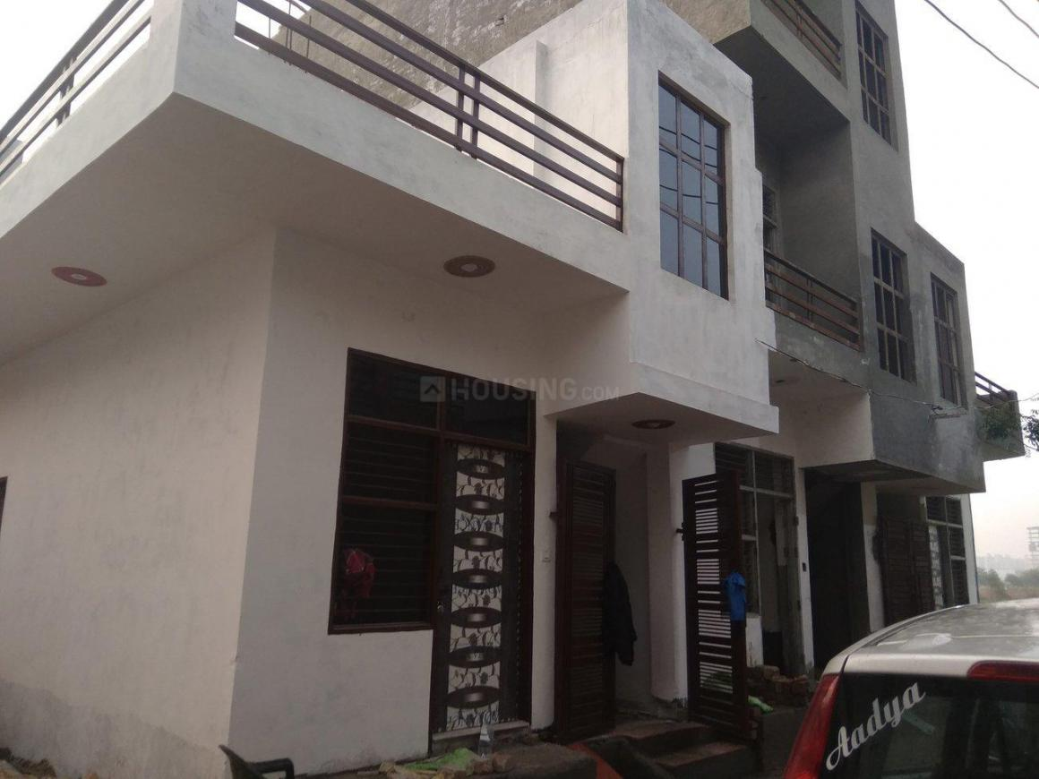 Building Image of 750 Sq.ft 2 BHK Independent House for buy in Sector 105 for 4500000