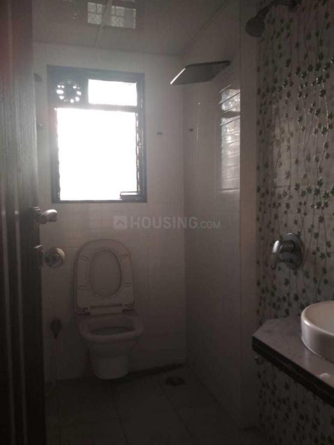 Common Bathroom Image of 1050 Sq.ft 2 BHK Apartment for rent in Malad West for 34000